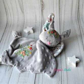 Комфортер для малышей ЛЕТУЧАЯ МЫШКА с вышивкой