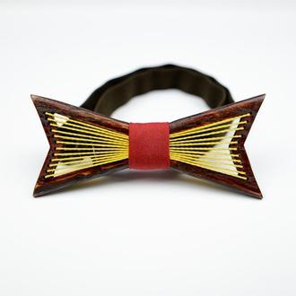 Краватка-метелик з дерева