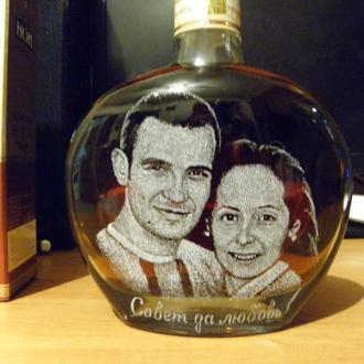 Гравировка, портрет на бутылке