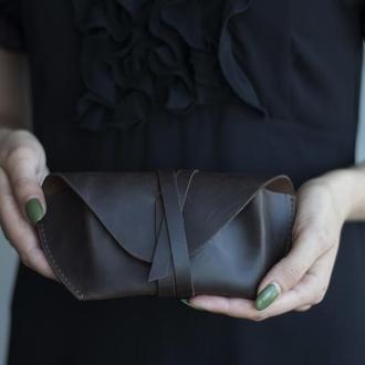 Кожаный коричневый чехол для очков на ремешке