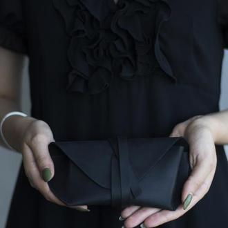 Кожаный чехол для очков на ремешке черный
