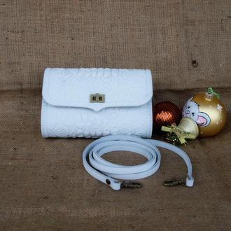 сумка на пояс кожаная белого цвета