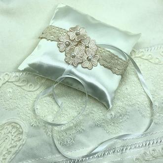свадебная подушка с розовыми цветочками