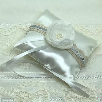 Новая белая свадебная  подушка для обручальных колец