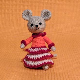 Вязаная мышка. Вязаная игрушка. Амигуруми.