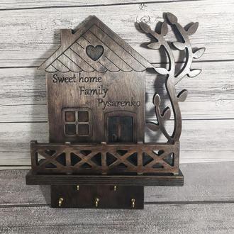 Фамильная ключница-органайзер домик с полочкой