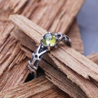 Женское серебряное кольцо 'ELIZ' | Кольцо с перидотом ( хризолит )