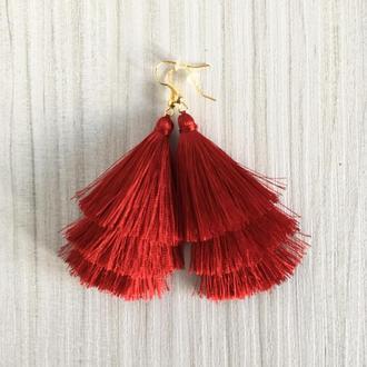 Трехслойные красные серьги кисточки