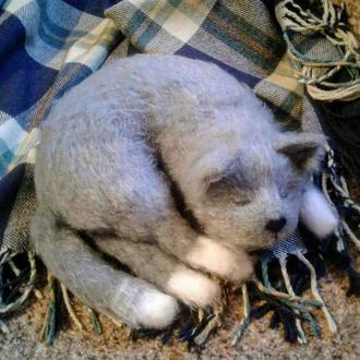 Котик вязаный