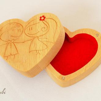 "Шкатулка для украшений ""Love is"""