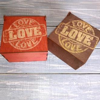 Подарункова коробка для привітання Love