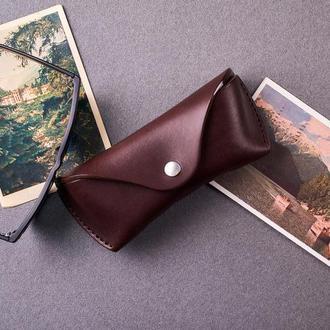 Футляр для очков  из натуральной кожи в темно-коричневом цвете, 2 размера на выбор
