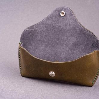 Футляр для очков из натуральной кожи с замшевой подкладкой в оливковом цвете, 2 размера на выбор