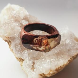 Оригинальное кольцо из махагони и эпоксидной смолы 16,5 размер