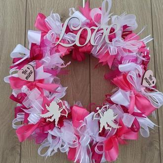 Декоративный розово-белый венок ко дню святого Валентина на дверь стену 30 см.