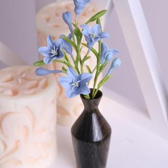 Колокольчики голубые в вазе. Холодный фарфор.