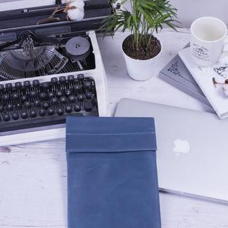 Кожаный чехол для iPad на хлястике голубой