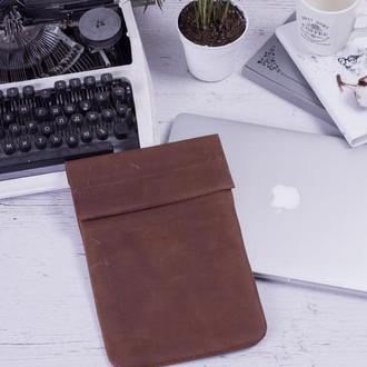 Кожаный чехол для iPad на хлястике