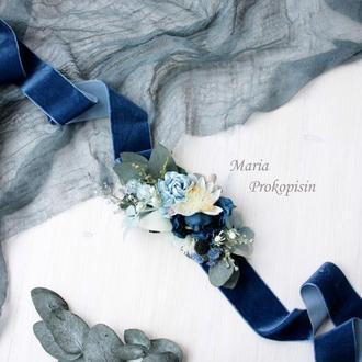 Бархатный пояс с цветами в бело-синем цвете.