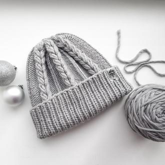 Женская шапка серого цвета из мериносовой шерсти