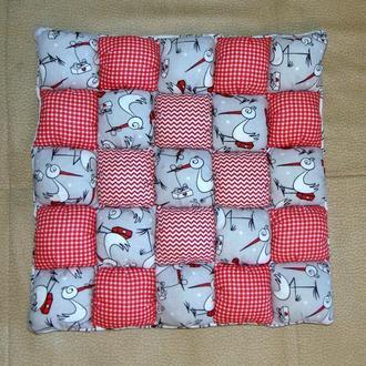 Подушка-сиденье АИСТЫ в стиле пэчворк  ручной работы