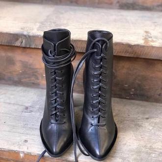 Ботинки классически кожаные на каблуке с кожаными завязками