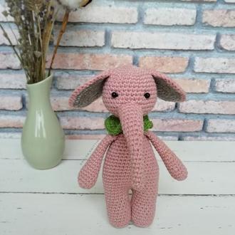 Слоник розовый (вязаный слоник)
