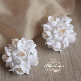 """Белые серьги цветы """"воздушный айвори""""(круглые)"""