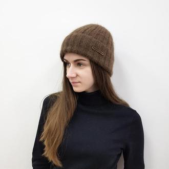 Женская шапка коричневого цвета из ангоры