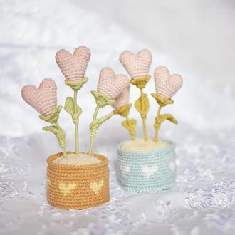 Вазон з сердечками в подарунок на день святого Валентина 14 лютого