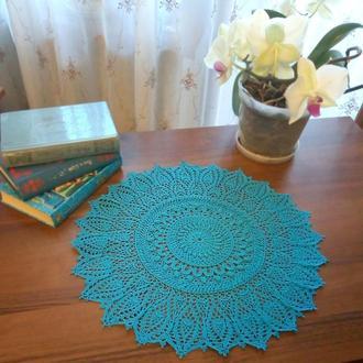 Большая вязаная салфетка- уютный декор для дома