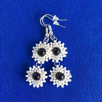 Белые цветочные серьги из бисера с авантюрином