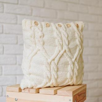 Вязаная декоративная подушка (чехол на пуговицах)