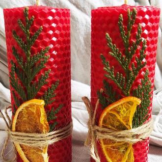 Натуральные декорированые свечи из вощины красного цвета, отличный подарок для дома