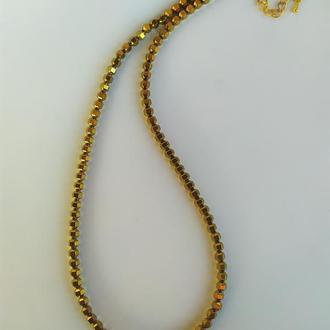 Ожерелье из камня гематит (золотой)