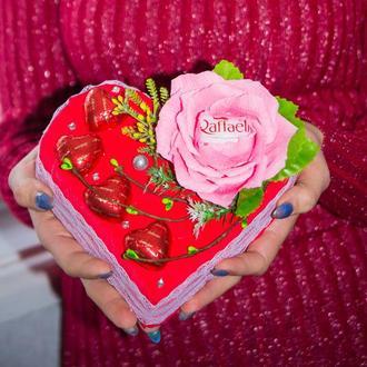 Сердце из конфет Валентинка