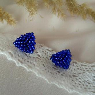 Серги гвоздики синего цвета Синие пусеты из бисера Сережки триугольники на каждый день