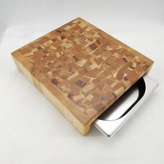 Центр для нарезки, столик из торцевих спилов древесины с хаотическим рисунком с гастроемкостью.