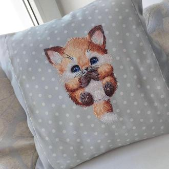Интерьерная декоративная подушка с вышивкой