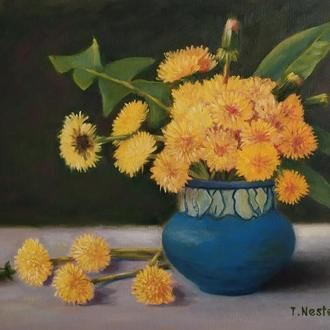 Натюрморт Одуванчики в синей вазе