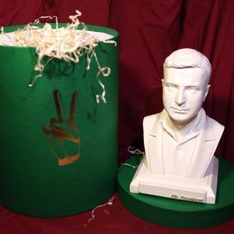 Сувенирная, настольная скульптура(бюст) президента Украины