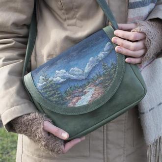 Зеленая кожаная сумочка женская через плечо с росписью горы