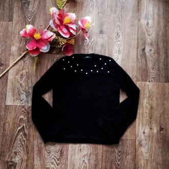 Трендовый стильный базовый джемпер черного цвета с расклешенными широкими рукавами клёш