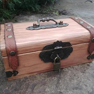 Скринька під старовину чоловіча скринька з замком