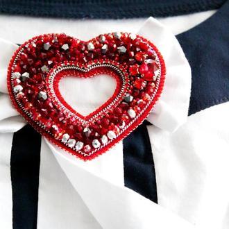 """Брошь из стеклянных бусин """"Символ моей любви"""". Изысканный подарок на День святого Валентина"""