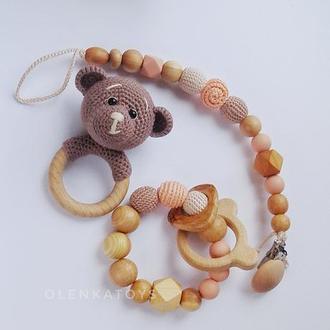 Подарочный набор для малышки: держатель для пустышки, погремушка на колечке, колечко -прорезыватель