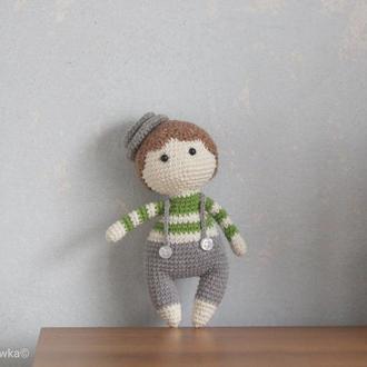 Маленькая мягкая игрушка вязаная кукла мальчик подарок на день рождения