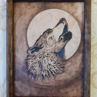 Картина выжигателем - Волк и луна