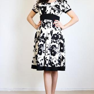 Платье белое в черный узор цветы