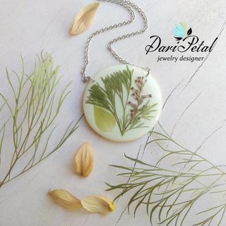 Кулон из настоящими растениями на белом фоне (подарок подруге сестре девушке жене маме)